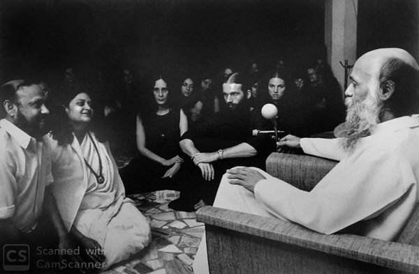 Aklank and Shashi in darshan with Osho