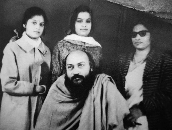 Shashi, her sister Geeta and Kranti around Osho