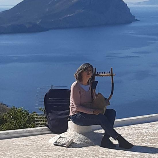 Niskriya with lyre