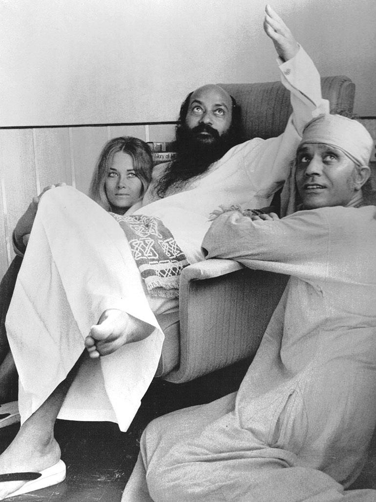Osho with Veena and Shyam, Woodlands, Mumbai, October 1972