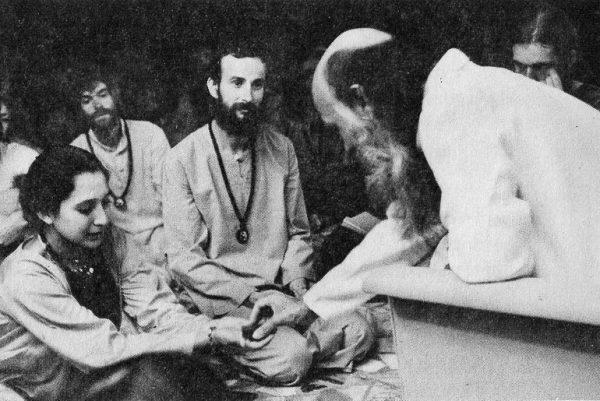 Murari in darshan with Vibhusha