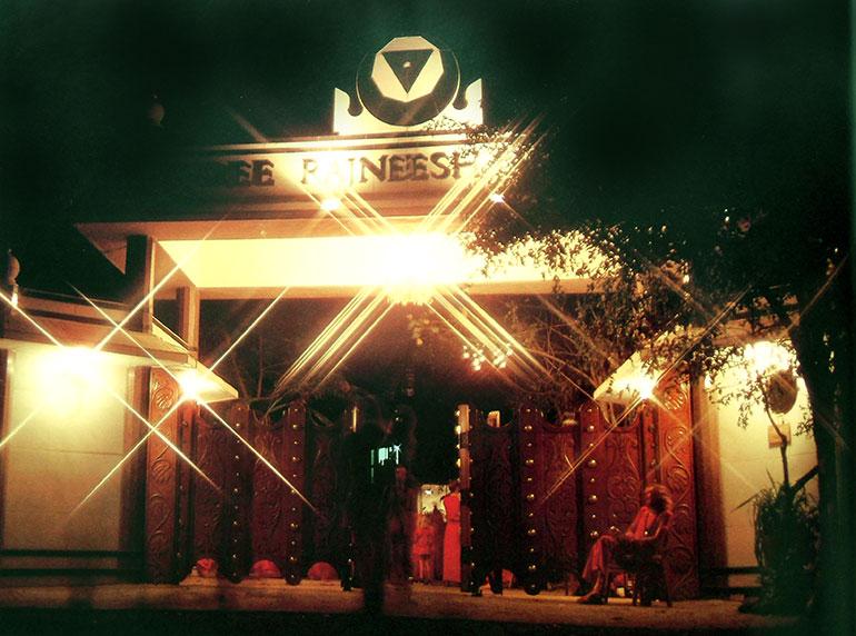 Gateless Gate, Pune ashram