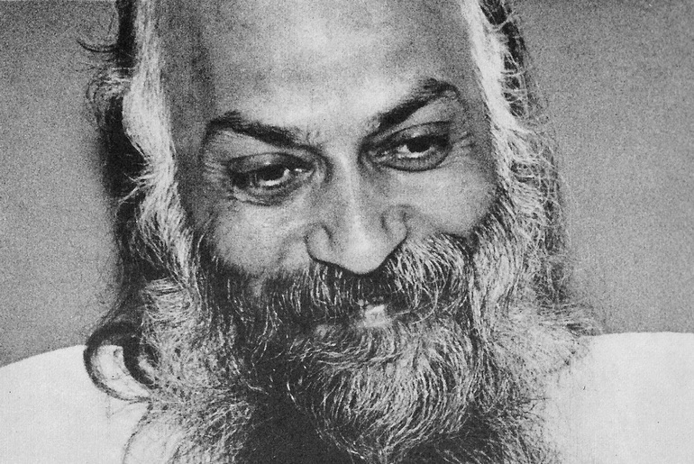 Osho in Darshan 1977