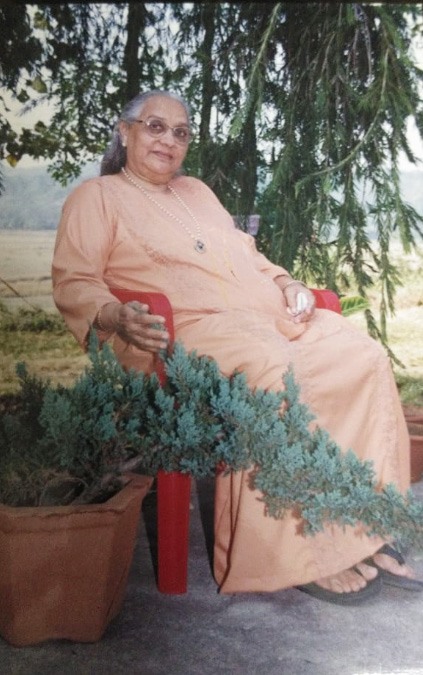 074 Yoga-Bhakti-in-garden