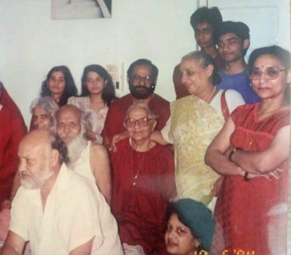 075 Yoga-Bhakti-with-family-2