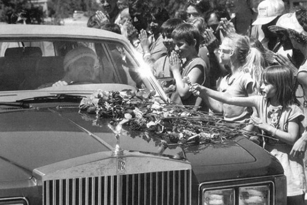 1984, on the very right, Divo placing a rose on Osho's car