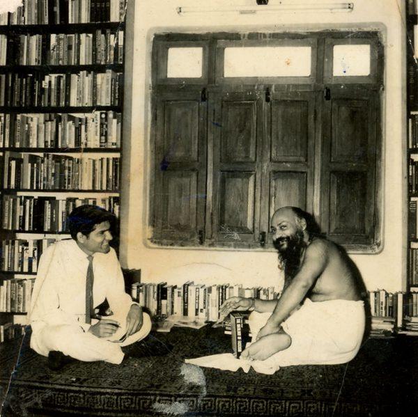 Ajit Jain with Osho in Jabalpur