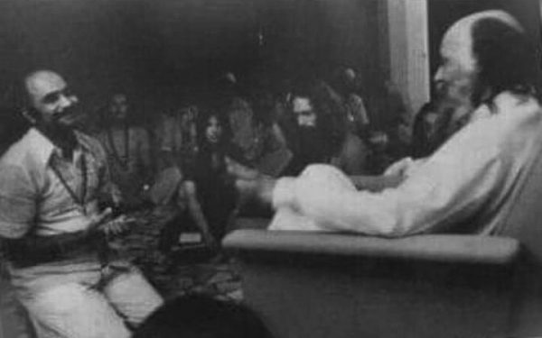 Mohan-in-darshan-with-Osho