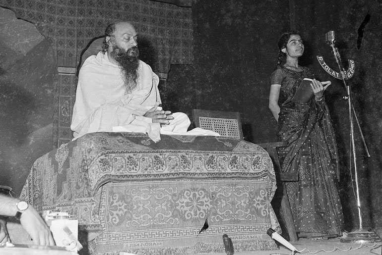 Osho and Geeta, reading