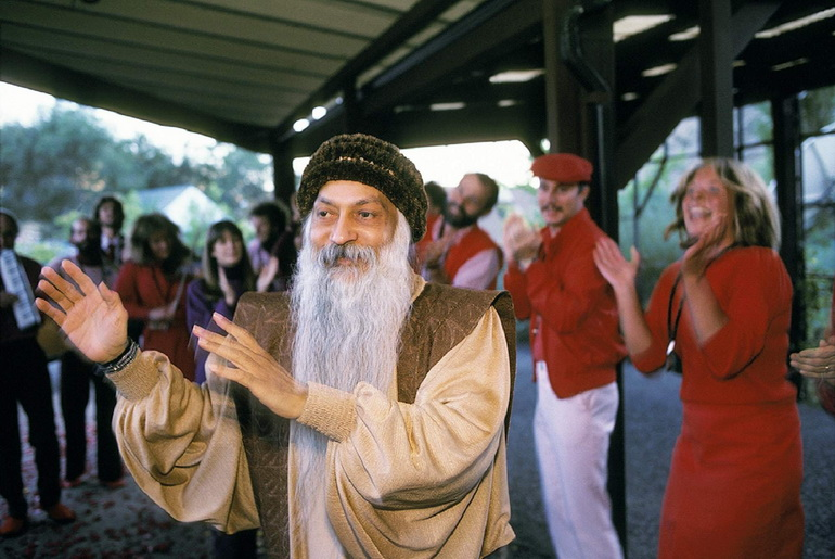 Osho dancing with people before an evening interview at Jesus Grove