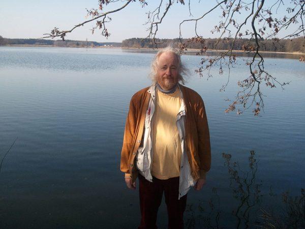 040 HaWo-at-his-favorite-lake