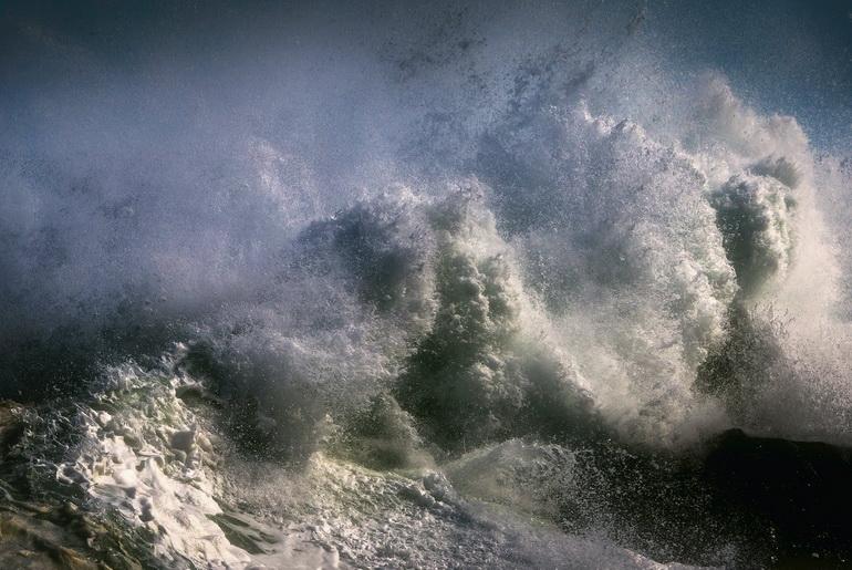 Big lake waves