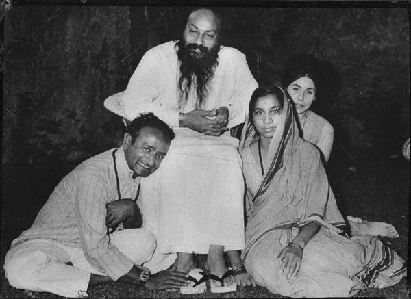 Osho with Sukhraj, his wife and Veet Sandesh