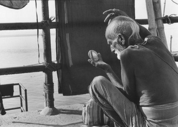 Man applying Tilak