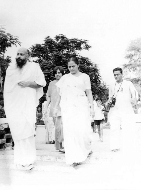 Osho, Laxmi and Madhu, Ajol, August 1970