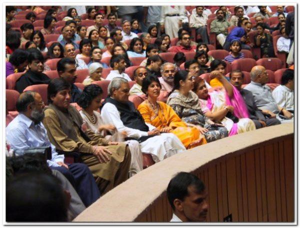PM Vajpayee, Vinod Khanna, Kavita Khanna , Neelam Launch of Oshoworld Magazine