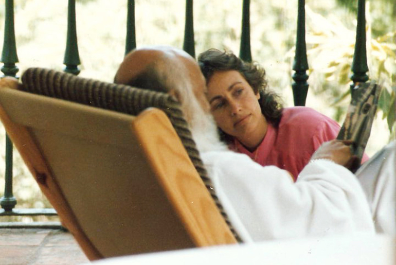 Osho with Anando in Portugal, 1986
