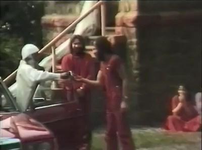 Swami Prem Asheesh standing right