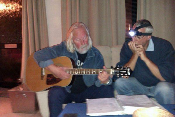 Pyasa and Dave & guitar